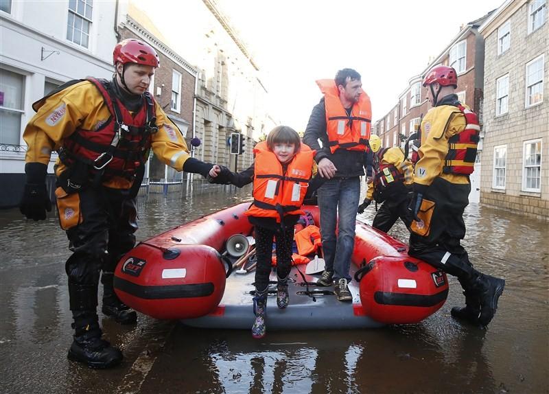 Flooding hits England,UK floods,floods,floodwaters,heavy rainfall,northern England