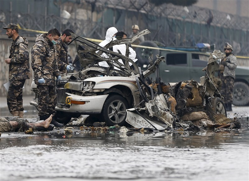 Suicide bomber strikes,Suicide bomber strikes near Kabul airport,suicide bomber,Kabul's international airport,Suicide Bomber strikes