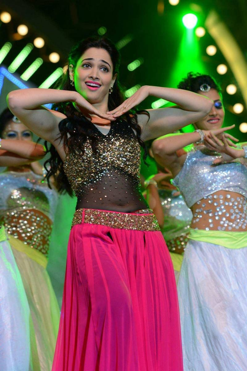 Heroines Dance Photos At Cinemaa Awards 2012: Tamanna's Dance Performance At 'IIFA Utsavam 2016