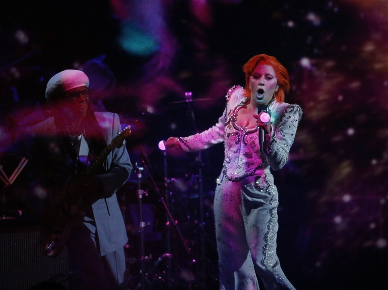 Lady Gaga,singer Lady Gaga,Lady Gaga pays tribute to David Bowie at Grammy Awards,Lady Gaga pays tribute to David Bowie,David Bowie,tribute to David Bowie,Grammy Awards,Grammy Awards 2016,58th Grammy Awards,Grammy Awards pics,Grammy Awards images,Grammy A