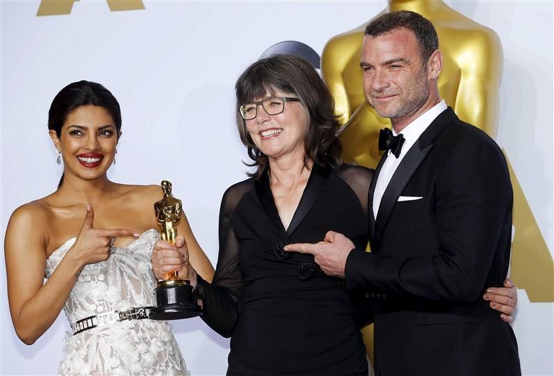 Priyanka Chopra,Priyanka Chopra at Oscars red carpet,Priyanka Chopra at Oscars,Priyanka Chopra at Oscars red carpet in Lebanese designer gown,Priyanka Chopra in Lebanese designer gown,Bollywood actress Priyanka Chopra,actress Priyanka Chopra,88th Academy