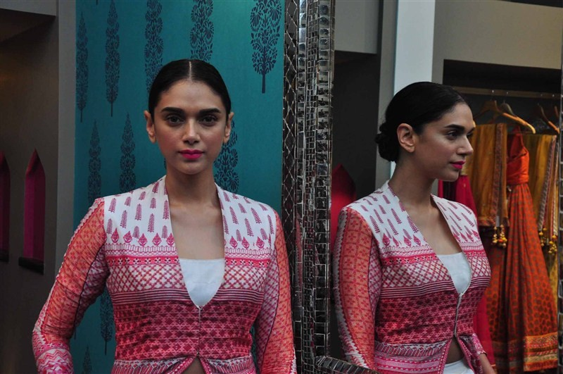 Anita Dongre,Anita Dongre store launch,Aditi Rao Hydari,Leading designer Anita Dongre,designer Anita Dongre,Kemps corner,bridal collection,Love Notes