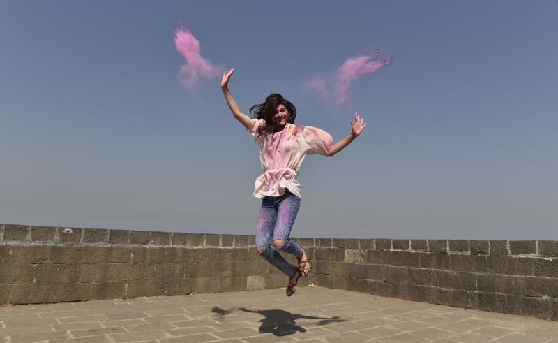 Kriti Sanon,Kriti Sanon celebrates Holi,Kriti Sanon during Childhood in Delhi,Kriti Sanon holi,Holi,actress Kriti Sanon,Kriti Sanon pics,Kriti Sanon images,Kriti Sanon stills,Kriti Sanon pictures