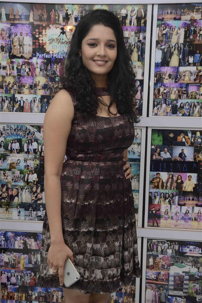 Ritika Singh,actress Ritika Singh,Saala Khadoos,Ranveer Singh,Ritika Singh to act with Ranveer Singh,Ritika Singh pics,Ritika Singh images,Ritika Singh stills,Ritika Singh pictures,Ritika Singh latest pics,Ritika Singh latest images,Ritika Singh latest st