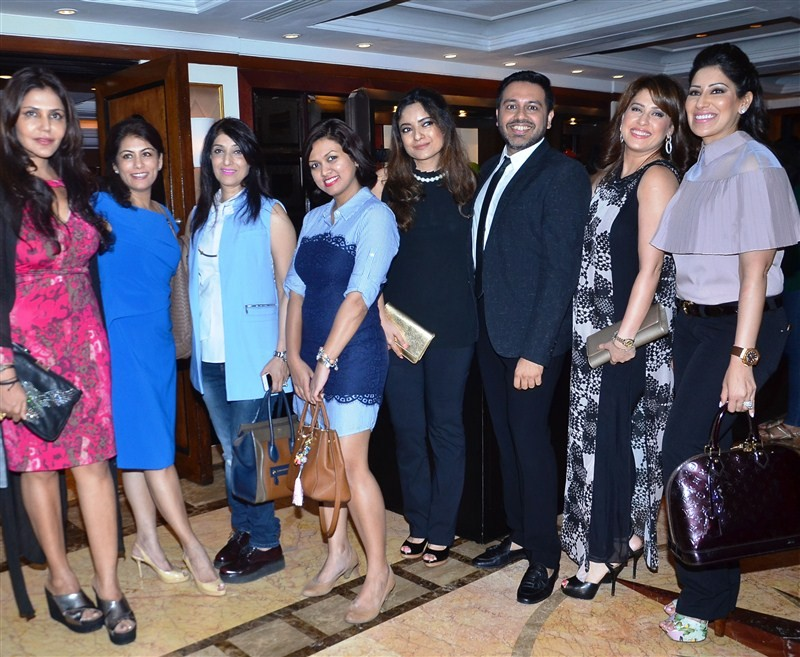 Sonam Kapoor,Sonam Kapoor receives 'I Am Woman' award,'I Am Woman' women empowerment award,'I Am Woman' award,Bollywood actress Sonam Kapoor,actress Sonam Kapoor,Nisha Jamvwal,Amrita Raichand,Maheka Mirpuri,Nitish Shah,I Am W