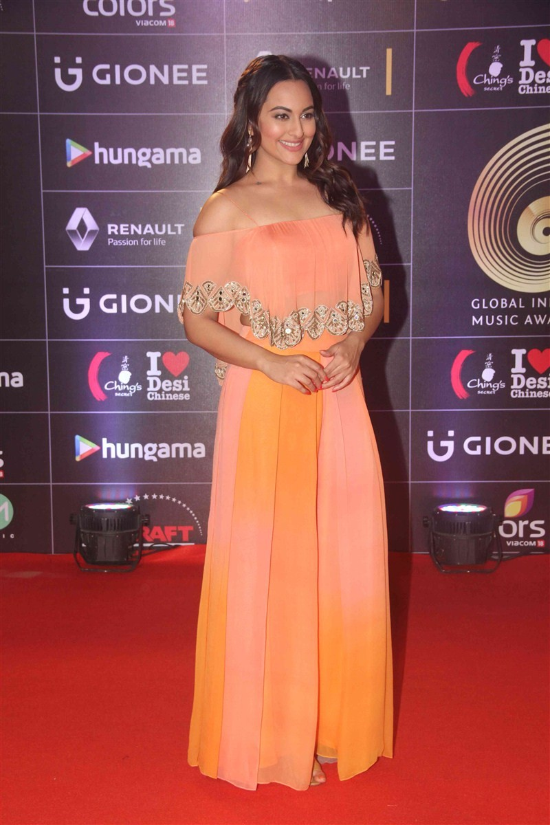 GiMA 2016,Global Indian Music Academy,Global Indian Music Academy 2016,GiMA,Arjun Kapoor,Anil Kapoor,Kainaat Arora,GiMA awards 2016,GiMA awards 2016 pics,GiMA awards 2016 images,GiMA awards 2016 stills,GiMA awards 2016 pictures