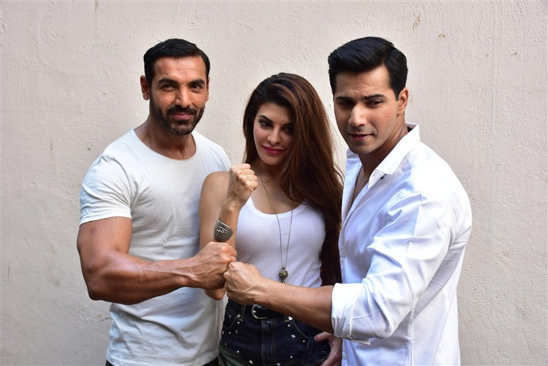 Dishoom,John Abraham,Varun Dhawan,Jacqueline Fernandes,Dishoom wraps up,Team Dishoom wraps it up in style,Team Dishoom wraps up