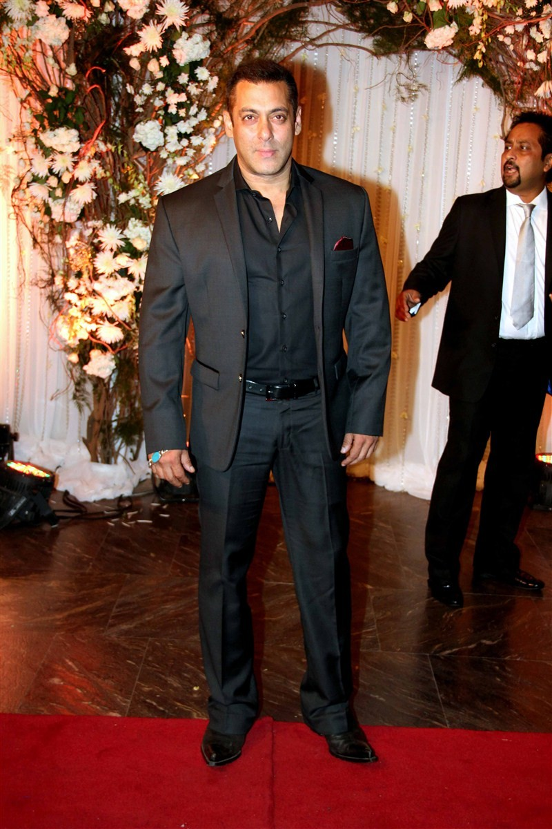 Bipasha Basu and Karan Singh Grover's wedding reception,Bipasha Basu wedding reception,Karan Singh Grover wedding reception,Salman Khan,Shah Rukh Khan,Aishwarya Rai,Preity Zinta,Riteish Deshmukh,Sanjay Dutt,Ranbir Kapoor,Abhishek Bachchan,Aishwarya R
