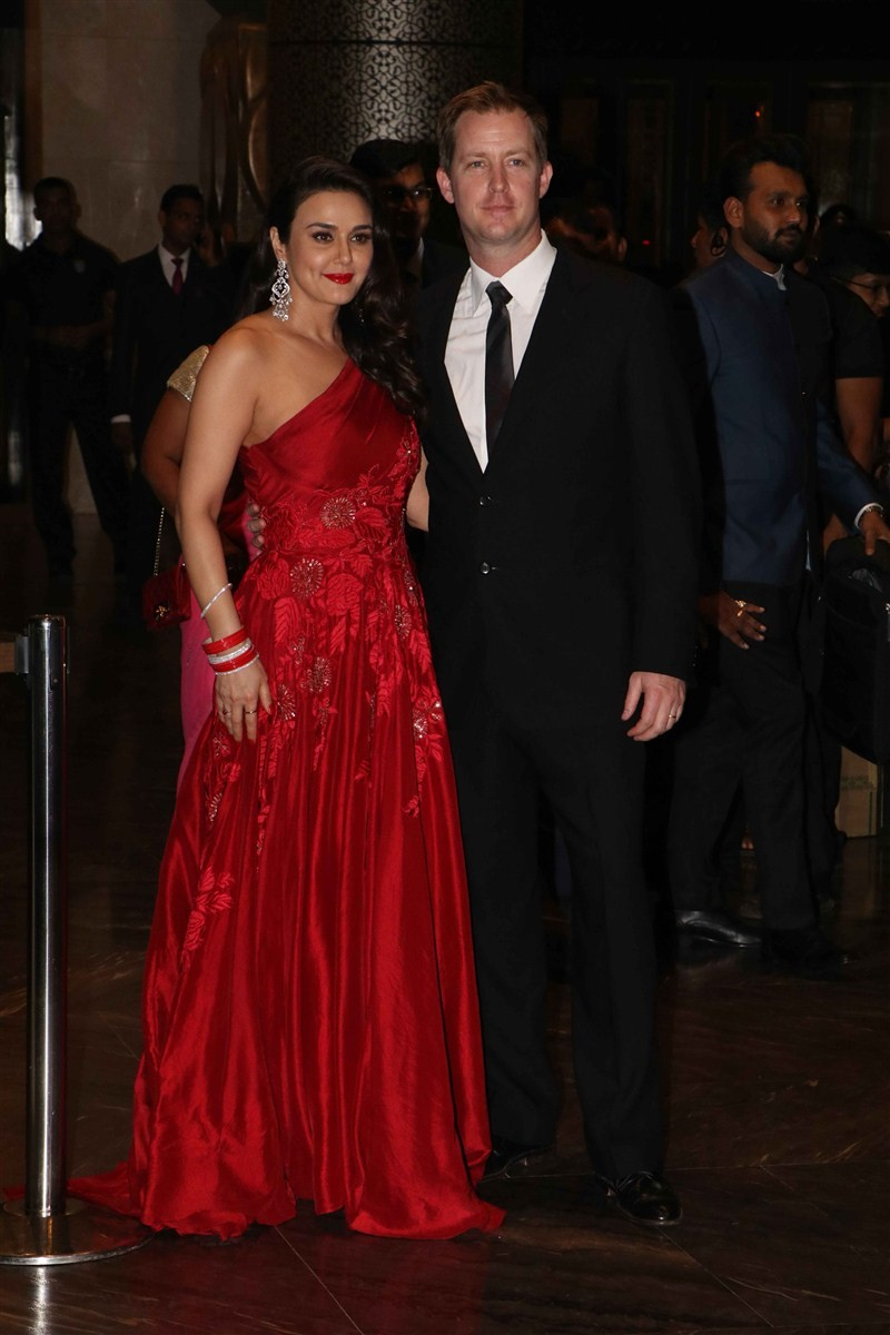 Preity Zinta wedding reception,Preity Zinta reception,Salman Khan,Lulia Vantur,Shah Rukh Khan,Yuvraj Singh,Preity Zinta wedding reception pics,Preity Zinta wedding reception images,Preity Zinta wedding reception photos,Preity Zinta wedding reception still