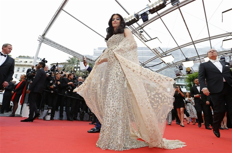 Aishwarya Rai Bachchan,Aishwarya Rai,Aishwarya Rai in golden gown,Aishwarya Rai Bachchan at Cannes Film Festival,Aishwarya Rai at Cannes Film Festival,Cannes Film Festival,Cannes Film Festival 2016,Cannes Film Festival pics,Cannes Film Festival images,Can