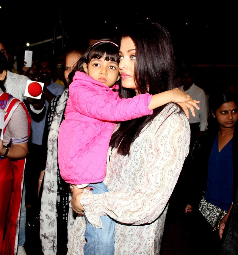 Aishwarya Rai Bachchan,Aishwarya Rai Bachchan returns to Mumbai after Cannes trip,Aishwarya Rai Bachchan returns from Cannes,Cannes Film Festival,Cannes Film Festival 2016,Aishwarya Rai Bachchan pics,Aishwarya Rai Bachchan images,Aishwarya Rai Bachchan st