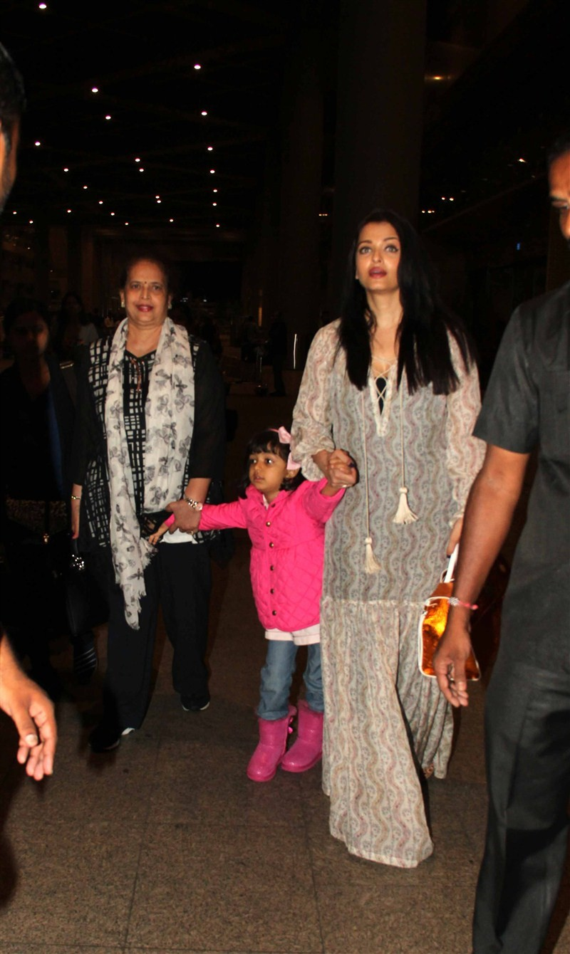 Aishwarya Rai Bachchan,Aishwarya Rai Bachchan returns to Mumbai after Cannes trip,Aishwarya Rai Bachchan returns from Cannes,Cannes Film Festival,Cannes Film Festival 2016,Aishwarya Rai Bachchan pics,Aishwarya Rai Bachchan images,Aishwarya Rai Bachchan st