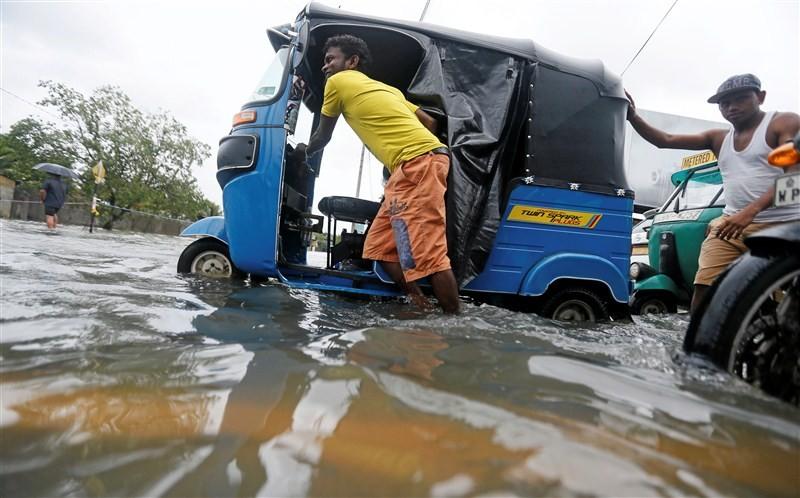 Sri Lanka Cyclone,Cyclone,Cyclone in Sri Lanka,landslide,landslide in Sri lanka,torrential rains