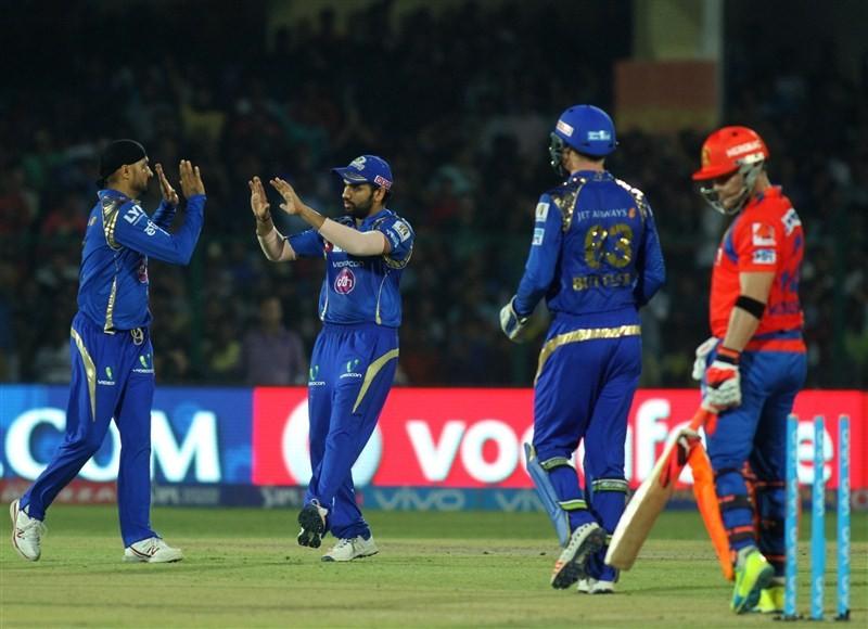 Gujarat,Gujarat outclass Mumbai,Gujarat beats Mumbai,Gujarat trash Mumbai,Suresh Raina,Indian Premier League,Indian Premier League 2016,Indian Premier League 9,IPL,IPL 2016,IPL 9,IPL pics,IPL images,IPL photos