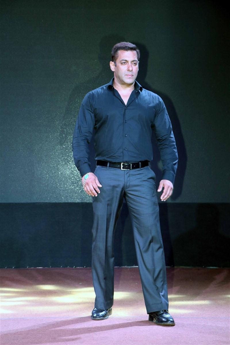 Salman Khan,Salman Khan at SULTAN Trailer Launch,SULTAN Trailer,SULTAN Trailer Launch,SULTAN Trailer Launch pics,SULTAN Trailer Launch images,SULTAN Trailer Launch photos,SULTAN Trailer Launch stills,SULTAN Trailer Launch pictures,Anushka Sharma