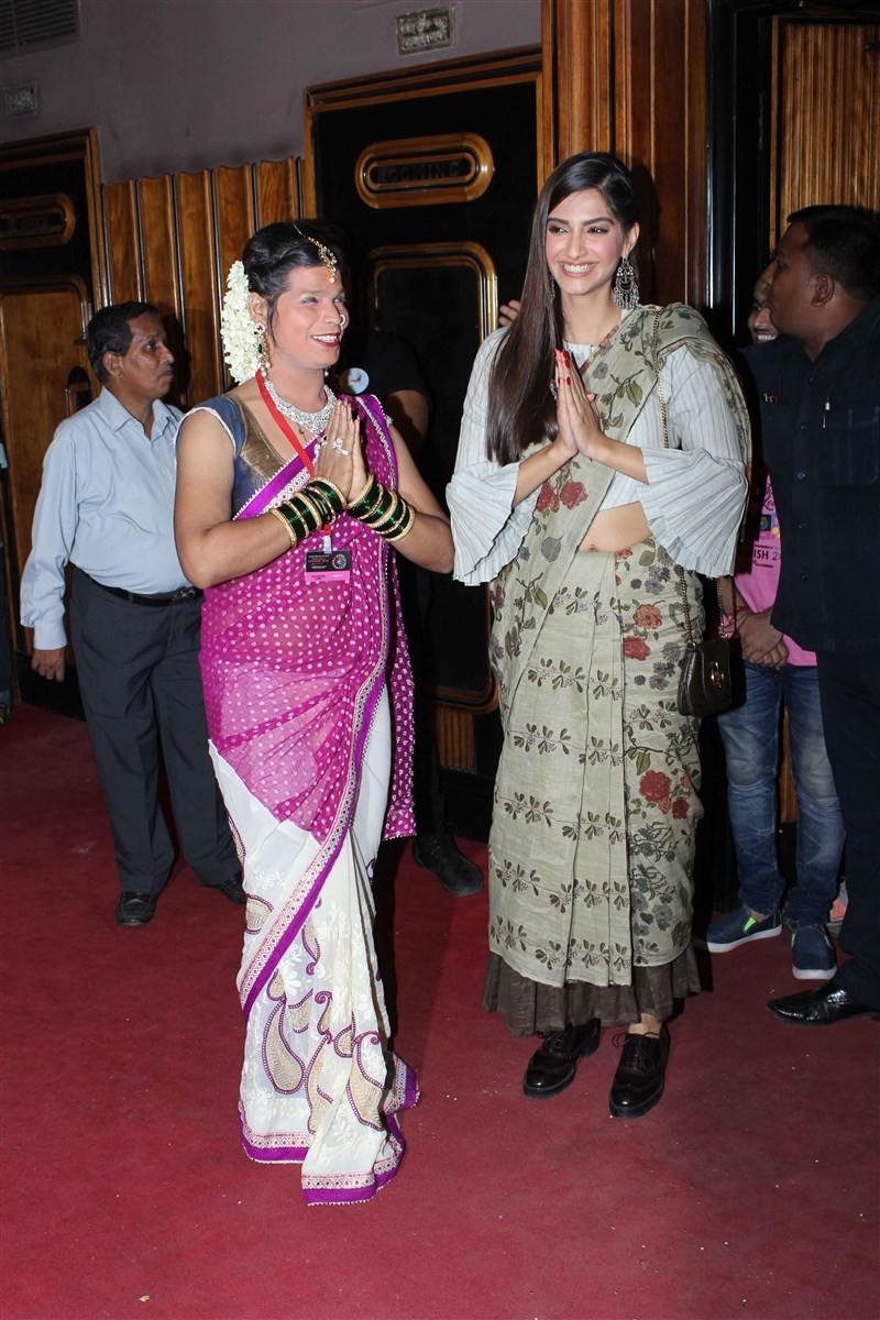 Sonam Kapoor,Sir Ian McKellen,Kashish Film Festival,Kashish Film Festival 2016,Sonam Kapoor inaugurates Kashish Film Festival,Sir Ian McKellen inaugurates Kashish Film Festival,Kashish Film Festival launch,Kashish Film Festival pics,Kashish Film Festival