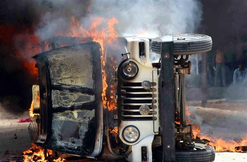 Former Bihar chief minister Jitan Ram Manjhi,Jitan Ram Manjhi,Jitan Ram Manjhi attacked,Dumariah,Bihar,vehicle burnt,Sunil Paswan,Maoists