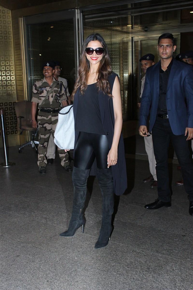 Deepika Padukone,actress Deepika Padukone,Deepika Padukone spotted at Mumbai Airport,Deepika Padukone at Mumbai Airport,Deepika Padukone pics,Deepika Padukone images,Deepika Padukone photos,Deepika Padukone stills,Deepika Padukone pictures