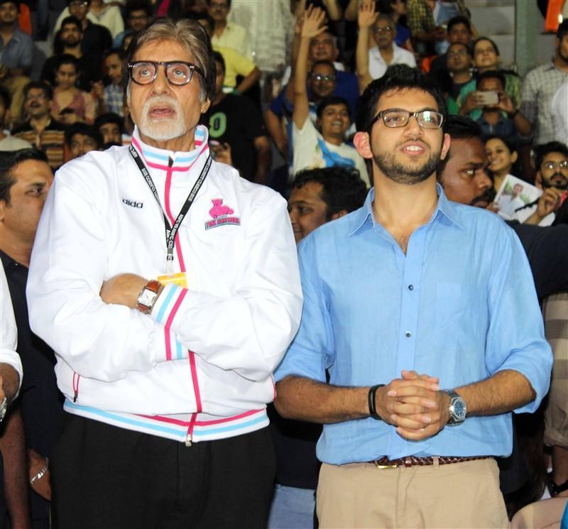 Virat Kohli,Abhishek Bachchan,Celebrity Clasico 2016,Ranbir Kapoor,Aditya Roy Kapur,Shoojit Sircar,Raj Kundra,Mahendra Singh Dhoni,R. Ashwin,Shikhar Dhawan,Harbhajan Singh,Yuvraj Singh