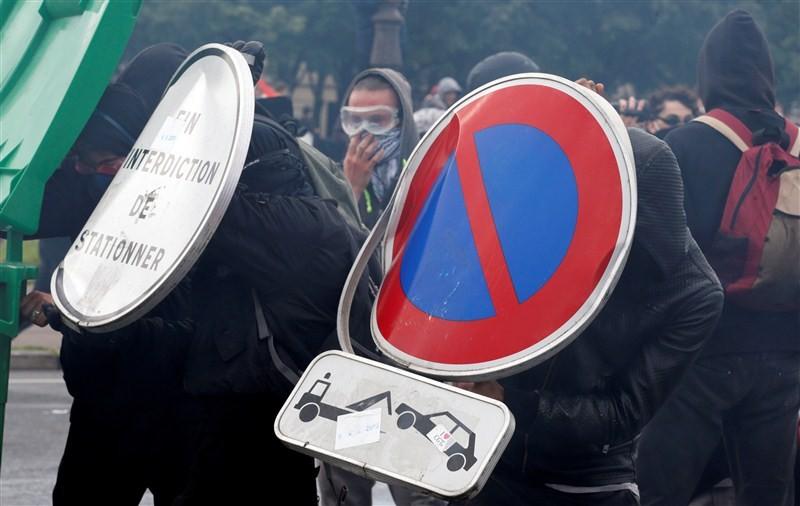 France protests labor reforms,France protests labor,France labour protest turns violent,France protest turns violent,labour protest turns violent,labour protest