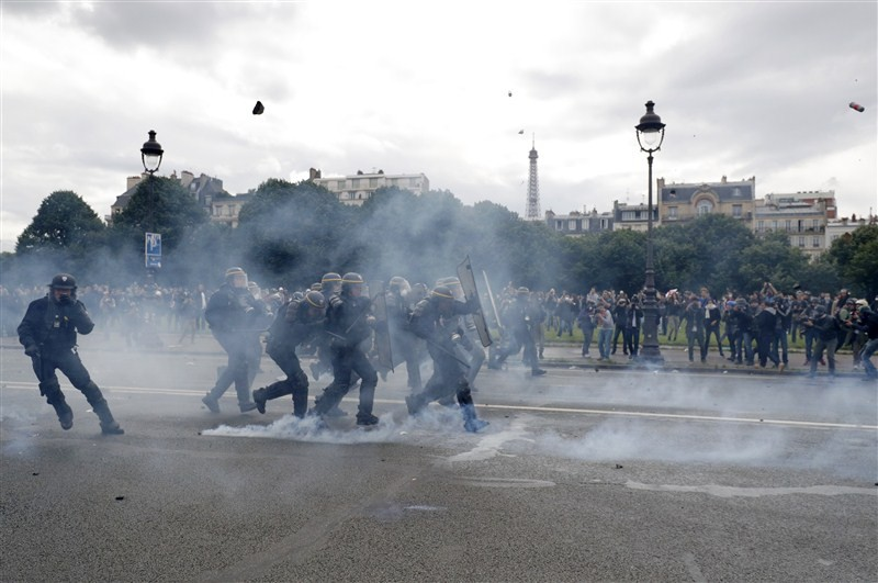 France protests labor reforms,France protests labor,France labour protest turns violent,France protest turns violent,labour protest turns violent,labour protest