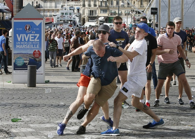 Euro 2016,Euro 2016 clashes,Euro 2016 fights,Euro fights,Euro clashes,supporters clash,Fans clash