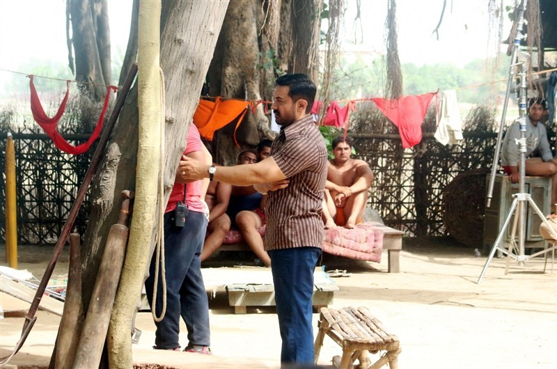 Aamir Khan,Aamir Khan new look,Aamir Khan at Dangal sets,Dangal on the sets,Aamir Khan at Dangal on the sets,Dangal working stills,Dangal working pics,Dangal working images,Dangal working photos,Dangal working pictures,Dangal movie pics,Dangal movie image