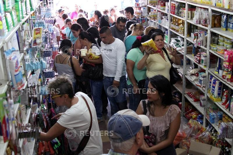 Venezuelans,Colombia,Venezuelans stock up in Colombia,border,much-needed food,medicine