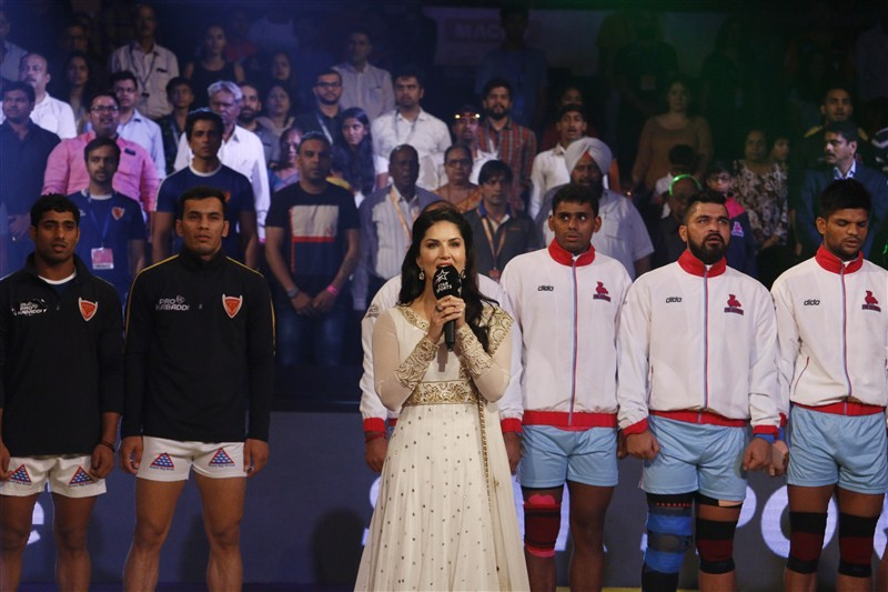 Sunny Leone,Sunny Leone sings National Anthem,Star Sports Pro Kabaddi,Pro Kabaddi,Sunny Leone pics,Sunny Leone images,Sunny Leone stills,Sunny Leone pictures,Sunny Leone hot pics,Sunny Leone hot images,Sunny Leone hot stills,Sunny Leone hot pictures
