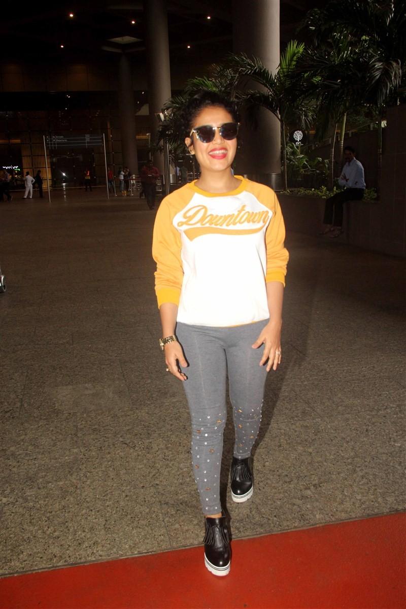 Hrithik Roshan,Pooja Hegde,Arjun Kapoor,Vidya Balan,Vidya Balan spotted at Mumbai airport,Hrithik Roshan at Mumbai airport,Pooja Hegde at Mumbai airport,Arjun Kapoor at Mumbai airport