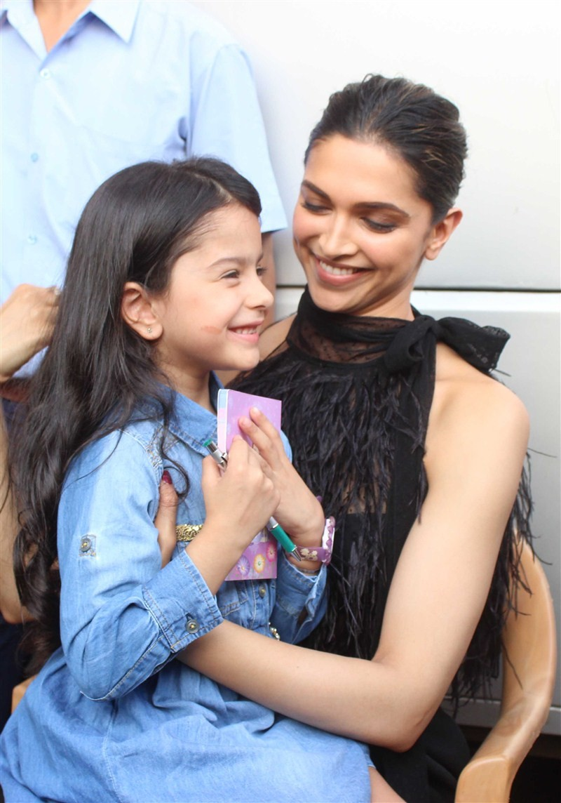Deepika Padukone,Deepika Padukone spotted at Mehboob Studio,Deepika Padukone at Mehboob Studio,Deepika Padukone spotted at Bandra,actress Deepika Padukone,Deepika Padukone latest pics,Deepika Padukone latest images,Deepika Padukone latest stills,Deepika P