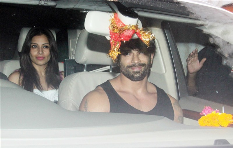 Bipasha Basu and Karan Singh Grover,Bipasha Basu,Karan Singh Grover,Bipasha Basu spotted in Juhu,Karan Singh Grover spotted in Juhu,Bipasha Basu latest pics,Bipasha Basu latest images,Bipasha Basu latest photos,Bipasha Basu latest stills,Bipasha Basu late