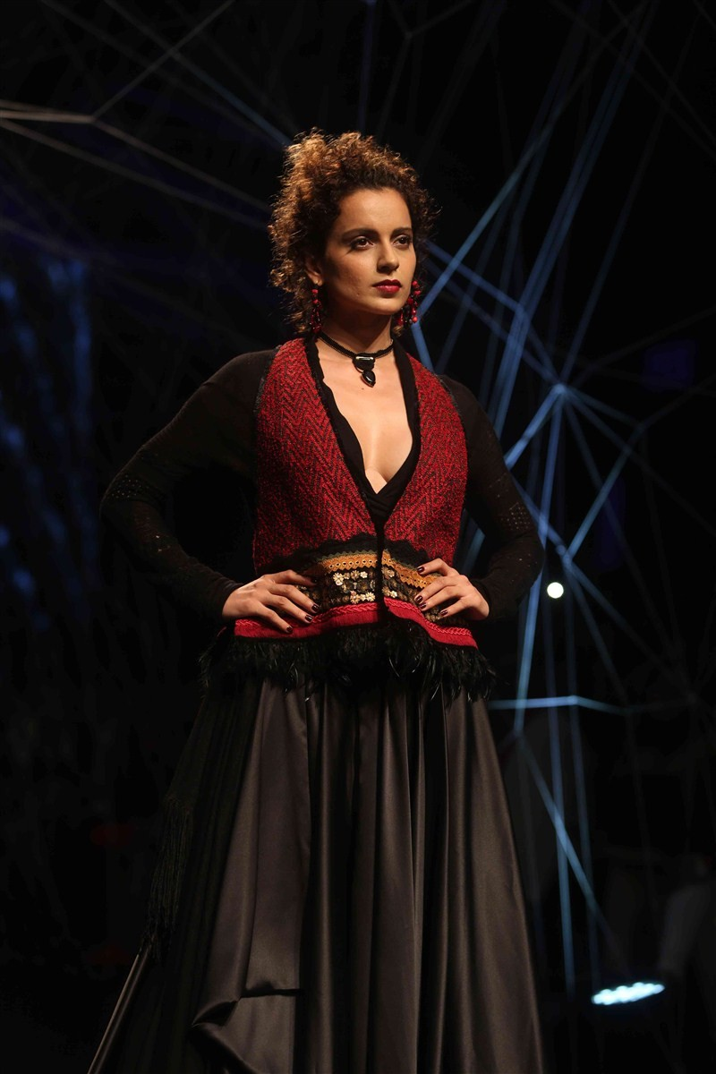 Kangna Ranaut,Kangna Ranaut walks the ramp at Lakme Fashion Week,Lakme Fashion Week,Lakme Fashion Week Winter Festive 2016,Tarun Tahiliani,Hot Kangna Ranaut,Kangna Ranaut pics,Kangna Ranaut images,Kangna Ranaut photos,Kangna Ranaut stills,Kangna Ranaut pi