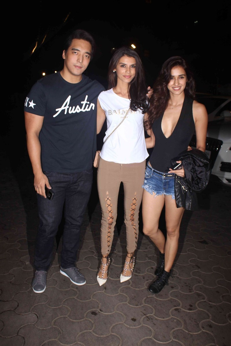 A Flying Jatt,bollywood movie A Flying Jatt,A Flying Jatt special screening,Tiger Shroff,Jeetendra,Jackky Bhagnani,Jacqueline Fernandez,Manisha Koirala,Jackie Shroff,Poonam Dhillon,Sooraj Pancholi,A Flying Jatt special screening pics,A Flying Jatt special