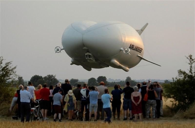 World's longest airship crashes,longest airship crashes,Airlander 10 airship,world's longest aircraft,longest aircraft,test flight,England