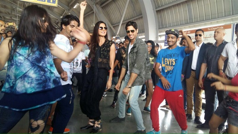 Katrina Kaif and Sidharth Malhotra,Katrina Kaif,Sidharth Malhotra,Kala Chashma,Baar Baar Dekho,bollywood movie Baar Baar Dekho,Baar Baar Dekho promotion,Baar Baar Dekho stills,Baar Baar Dekho pics,Baar Baar Dekho images,Baar Baar Dekho photos,Baar Baar De
