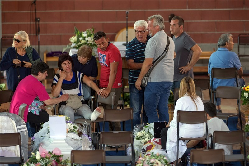 Italy,earthquake,funeral,amatrice,renzi,mattarella,State funeral in Italy honours quake victims,State funeral for quake victims,Italy honours quake victims,Italy quake victims