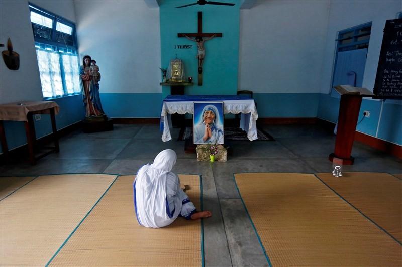 Mother Teresa,Mother Teresa Missionaries,Missionaries of Charity,mother teresa sainthood,mother teresa to become saint,mother teresa missionaries of charity,Mother Teresa  pics,Mother Teresa  images,Mother Teresa photos,Mother Teresa stills,Mother Teresa
