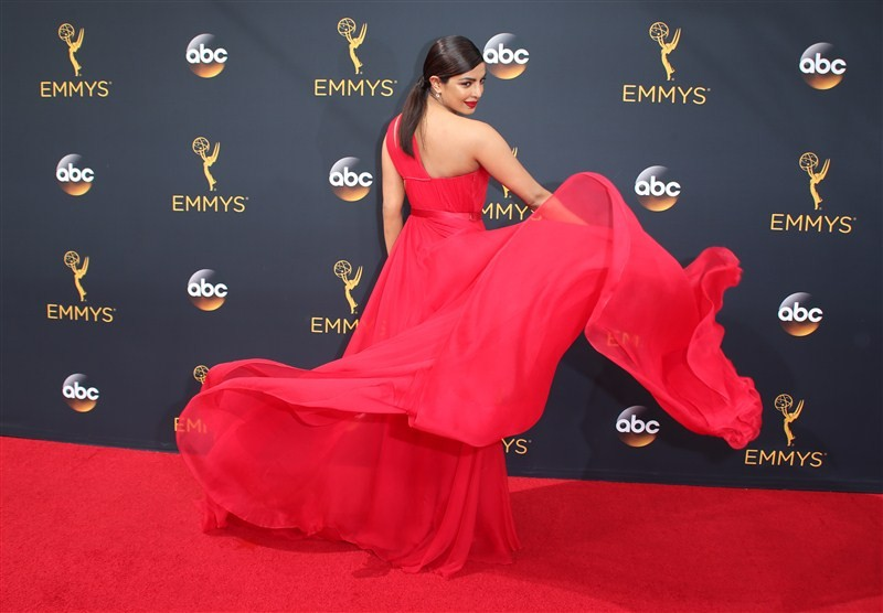 68th Primetime Emmy red carpet,68th Primetime Emmy Awards,Emmy Awards,Priyanka Chopra,Emily Ratajkowski,Taraji P. Henson,Shiri Appleby,Sarah Paulson,Hari Nef,Kerry Washington,Kate McKinnon,Sofia Vergara,Laverne Cox,Mandy Moore,Jane Krakowski,Neve Campbell