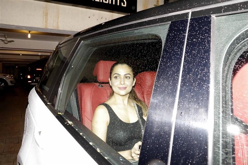Kareena Kapoor 36th Birthday Bash,Kareena Kapoor 36th Birthday celebrations,Kareena Kapoor 36th Birthday,Kareena Kapoor Birthday celebrations,Kareena Kapoor Birthday party,Ranbir Kapoor,Malaika Arora Khan,Karisma,Amrita,Randhir Kapoor,Babita,Saif's daug