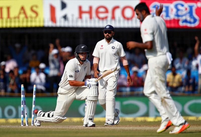 India vs New Zealand,India vs New Zealand Test series,India beats New Zealand,Holkar Cricket Stadium,whitewash,Gautam Gambhir,Cheteshwar Pujara,Ravichandran Ashwin,Ashwin,India beats New Zealand by 321 runs,India whitewash New Zealand