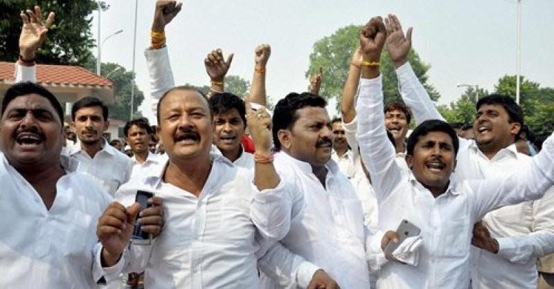 Akhilesh Yadav,Shivpal Yadav,SP meet,crucial SP meet,Samajwadi party,Samajwadi party clash,Uttar Pradesh Chief Minister Akhilesh Yadav