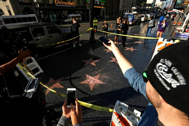 Donald Trump,Trump's Hollywood star vandalized,Hollywood Walk of Fame,Donald Trump star vandalized,sledgehammer,Hillary Clinton