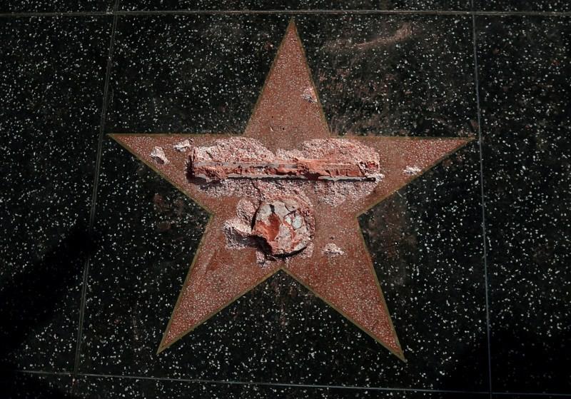 Donald Trump,Trump's Hollywood star vandalized,Hollywood Walk of Fame,Donald Trump star vandalized,sledgehammer,Hillary Clinton