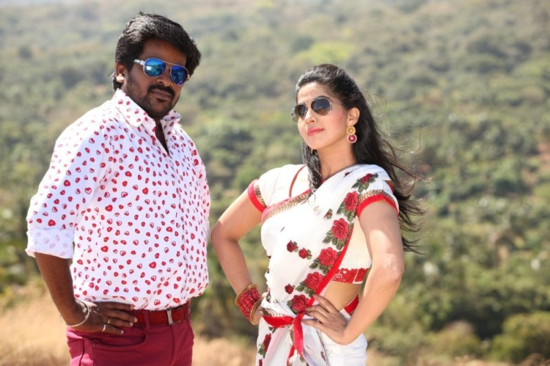 Naalu Peru Naalu Vithama Pesuvanga,tamil movie Naalu Peru Naalu Vithama Pesuvanga,Naalu Peru Naalu Vithama Pesuvanga movie stills,Indrajith,Devika Madhavan,tamil movie stills,tamil movie pics
