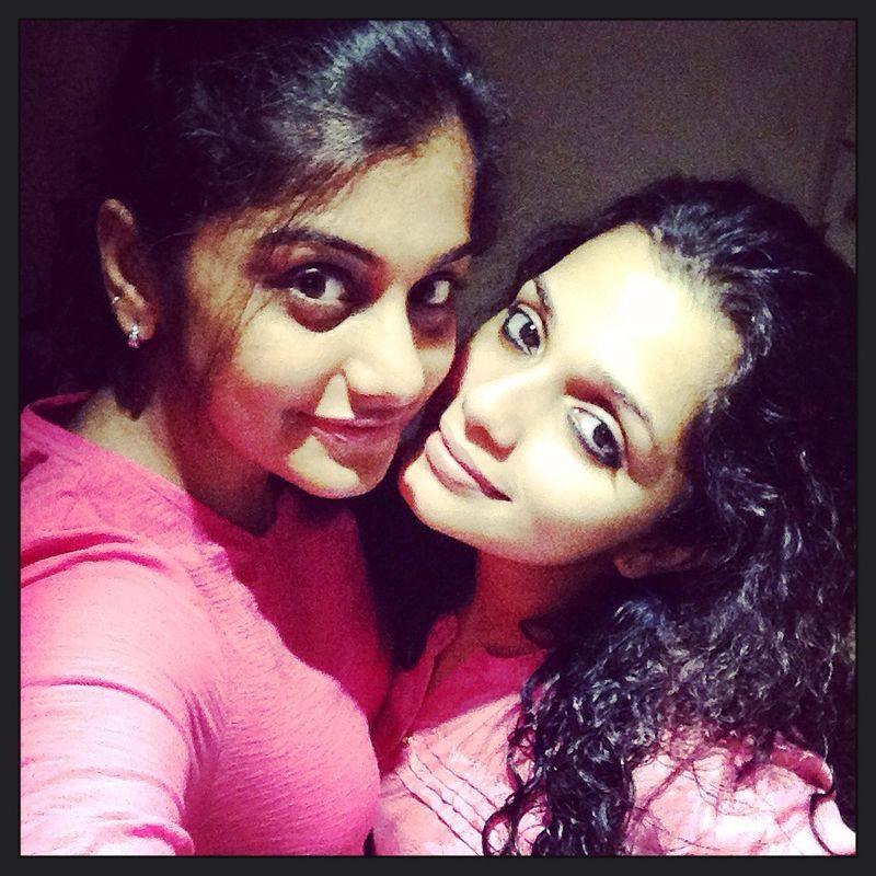 Malayalam celebs selfies,mollywood celebs,meera nandan selfies,Ann augustine selfies,nazriya nazim,aju varghese,Nivin pauly,Mammootty,Mohanlal