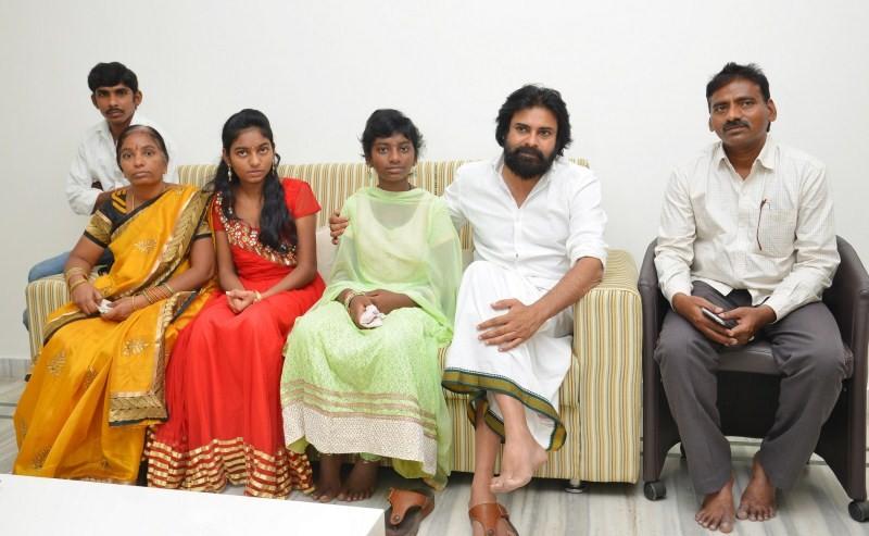 Pawan Kalyan Meets Srija,Pawan Kalyan,actor Pawan Kalyan,Pawan Kalyan pics,Pawan Kalyan images,Pawan Kalyan photos,Pawan Kalyan stills,telugu actor Pawan Kalyan,Srija
