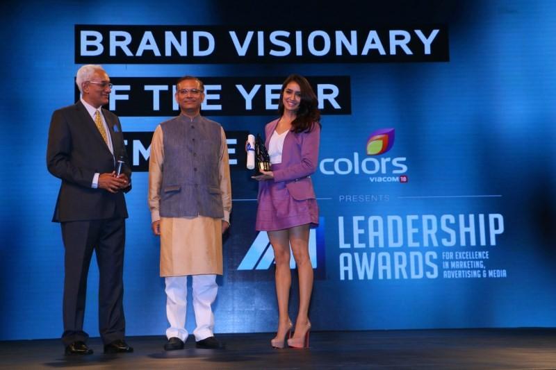 Hrithik Roshan and Shraddha Kapoor Win Big at IAA Leadership Awards,Hrithik Roshan,Shraddha Kapoor,IAA Leadership Awards,Hrithik Roshan wins IAA Leadership Awards,Shraddha Kapoor Wins IAA Leadership Awards,actor Hrithik Roshan,actress Shraddha Kapoor