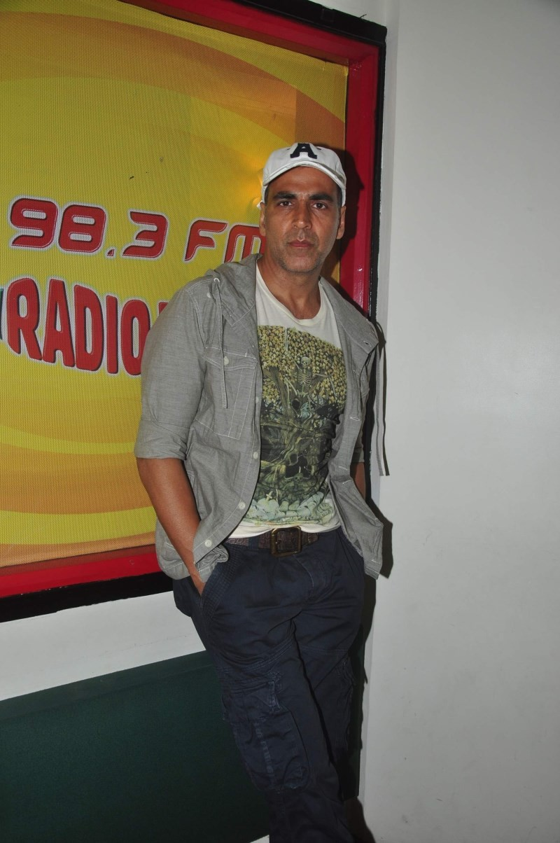 Akshay Kumar Promotes Gabbar is Back At Radio Mirchi,Akshay Kumar,actor Akshay Kumar,Gabbar is Back,akshay kumar Gabbar is Back,Radio Mirchi,Akshay Kumar pics,Akshay Kumar stills,Akshay Kumar photos,Akshay Kumar at Radio Mirchi