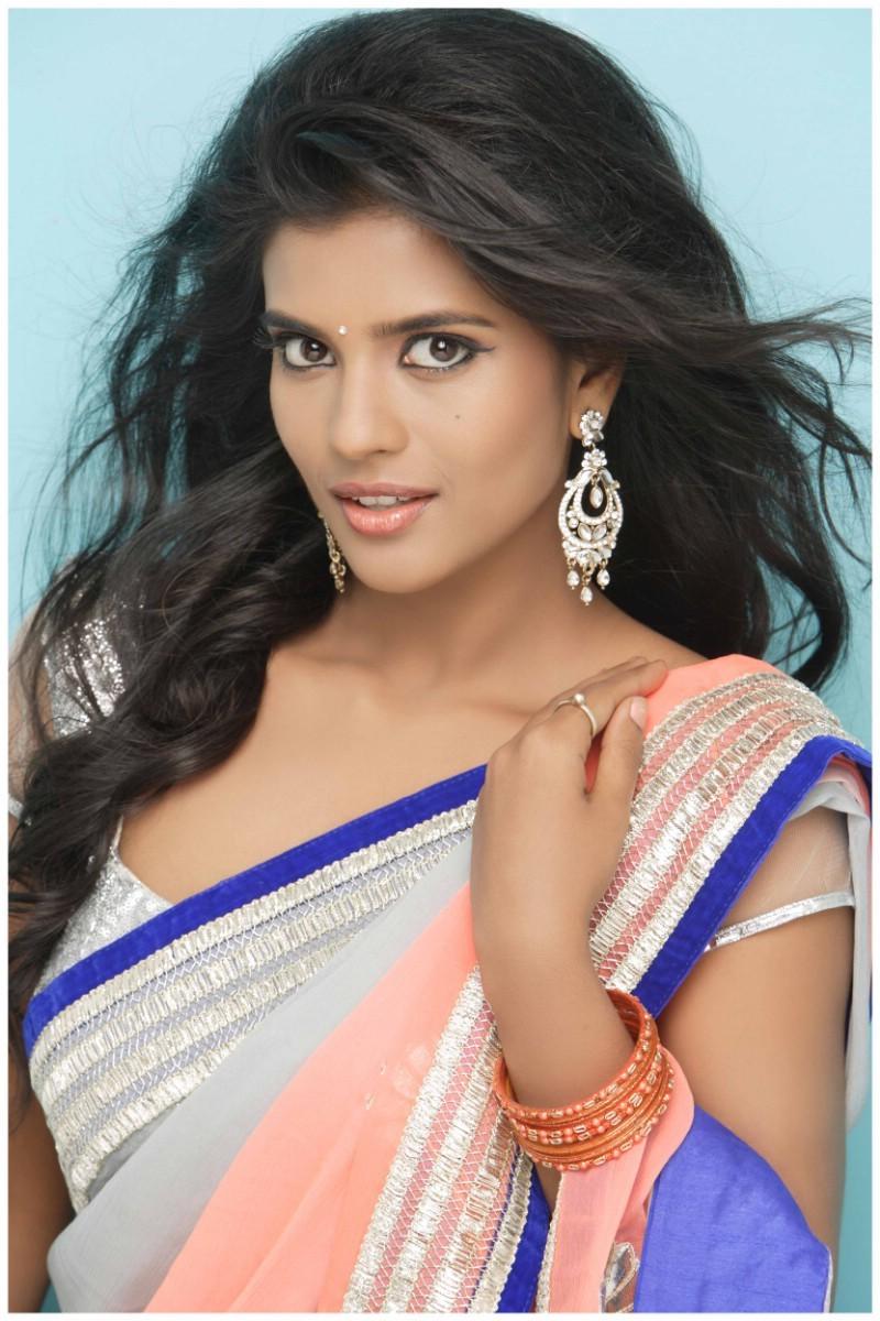 Aishwarya Rajesh Latest Photoshoot,Aishwarya Rajesh Photoshoot,Aishwarya Rajesh,actress Aishwarya Rajesh,Aishwarya Rajesh pics,hot Aishwarya Rajesh,Aishwarya Rajesh hot pics,south indian actress,actress pics,actress images